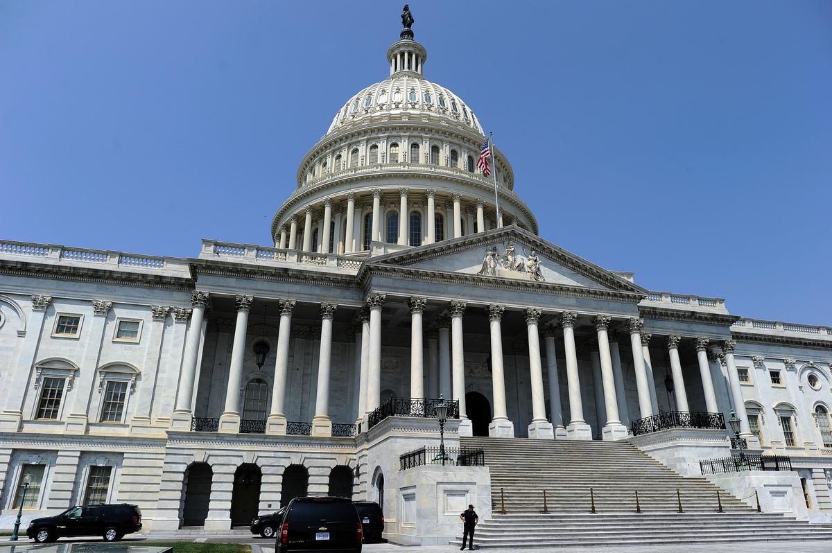 美國兩黨議員周三(1月16日)提出法案,禁止向華為、中興及其他違反美國制裁或出口管製法律的中國電信公司出售美國晶片或其他組件。分析指出,如果美國實施出口禁令,華為中興將受重挫。圖為美國國會大廈。(JEWEL SAMAD/AFP/Getty Images)
