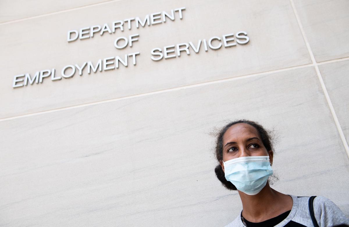 2020年7月16日,美國華盛頓特區就業服務部門前。(SAUL LOEB/AFP via Getty Images)