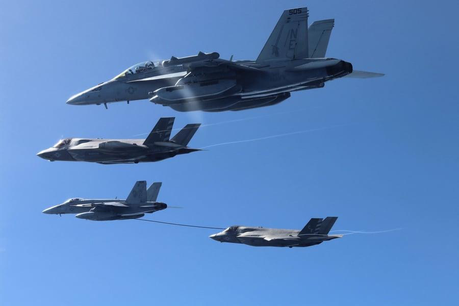 英美航母聯合軍演 F-35展示海上作戰能力