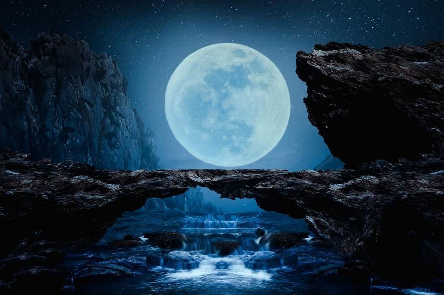 攝影師捕捉絕美場景 走繩高手如同走在月亮裏