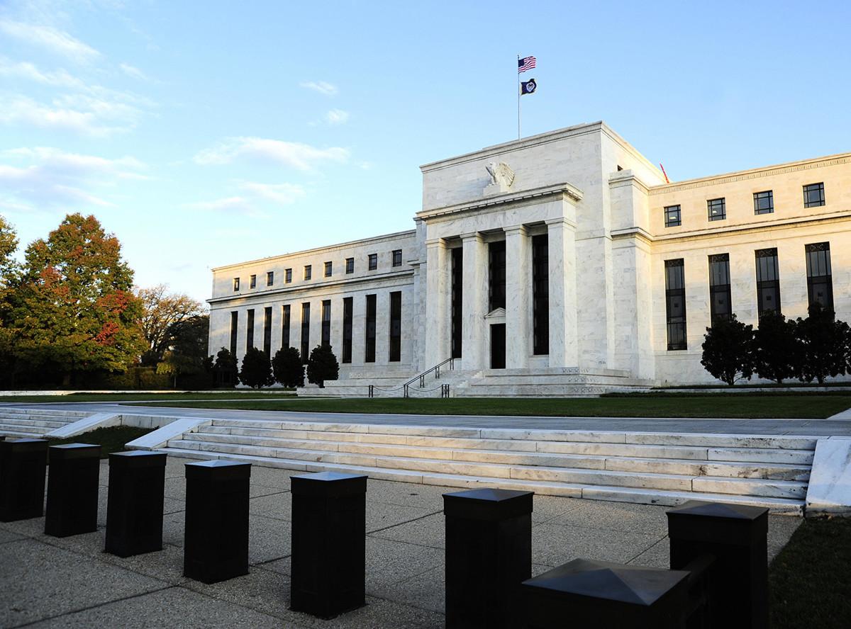 部份經濟學家預測,美聯儲(如圖)有可能在今年下半年減息,最多達0.75個百分點,原因之一是中美貿易戰升級。(KAREN BLEIER/AFP/Getty Images)