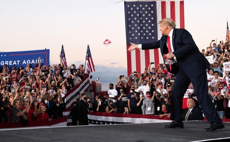 胡佛研究員:疫情下特朗普融入選民 贏得支持