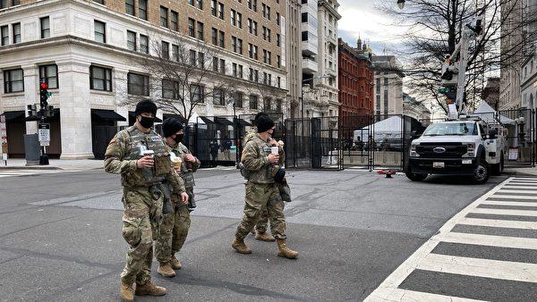 1月19日,華府大街小巷佈滿了國民警衛隊士兵,比行人還多。 (DANIEL SLIM/AFP via Getty Images)