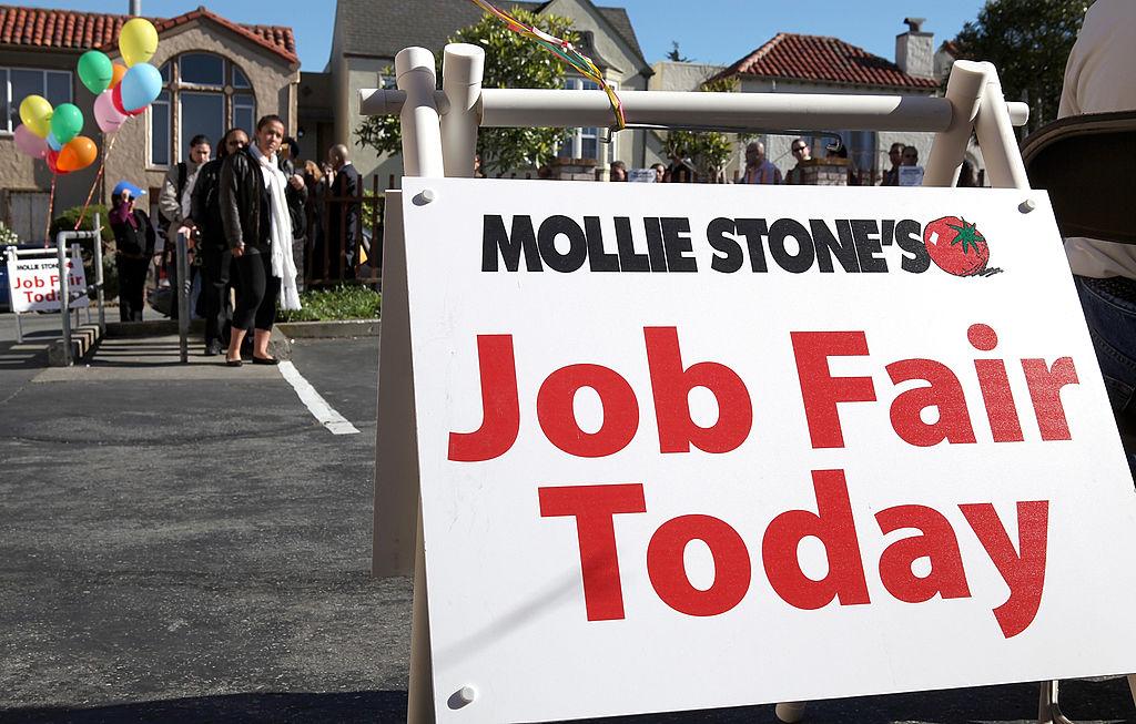 2月9日美國加州三藩市市的一個職業招聘會現場。(Justin Sullivan/Getty Images)