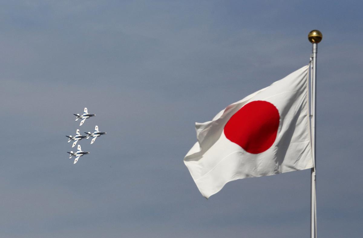 2016年10月23日,日本航空自衛隊的飛機在朝霞營地進行年度檢閱。(Tomohiro Ohsumi/Getty Images)