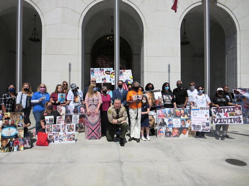 洛杉磯「犯罪受害者權利周」集會 籲伸張正義