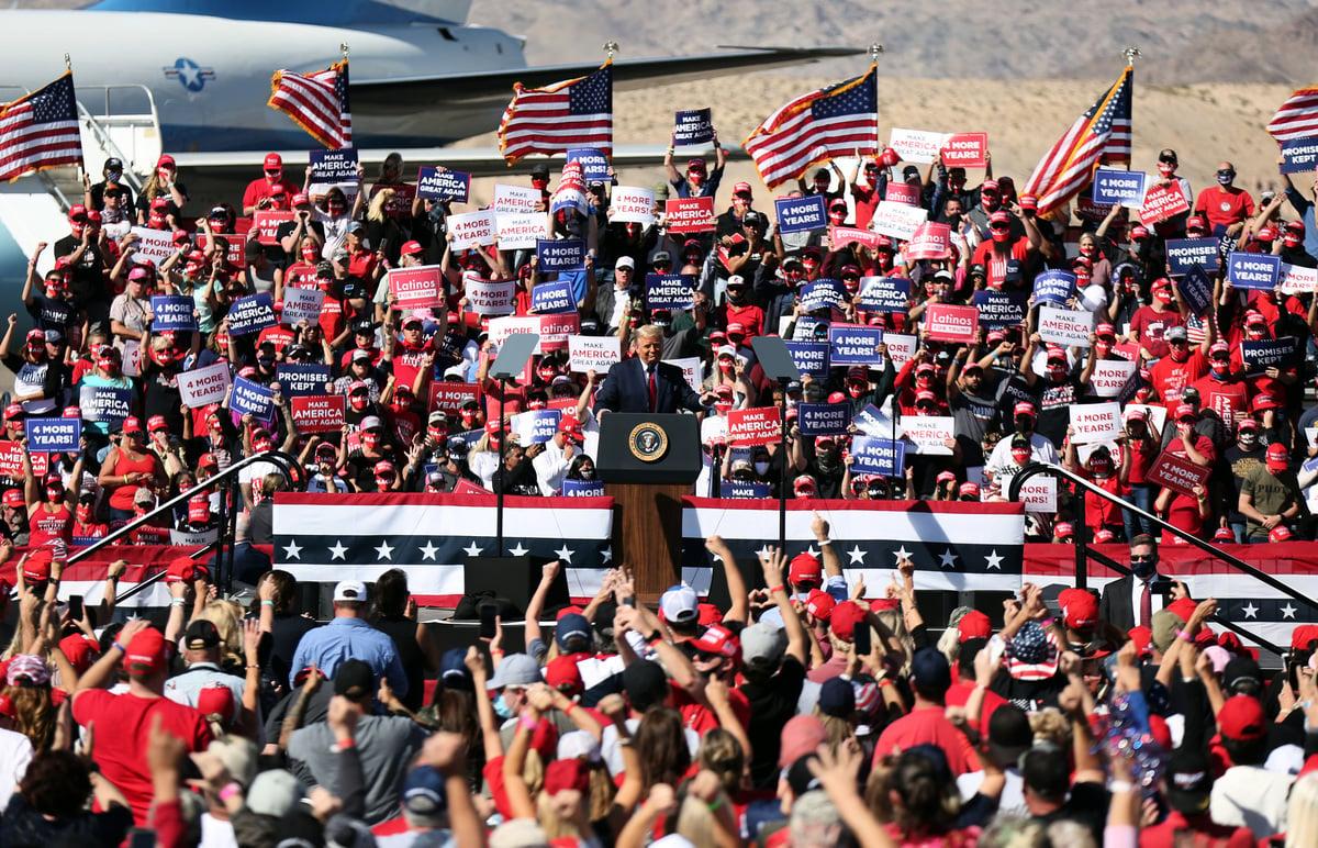 美國總統特朗普上任後關心草根,贏得許多社會底層、隱性選民的支持,這些人多不反應在民調上,所以特朗普的支持度被嚴重低估。(Isaac Brekken/Getty Images)