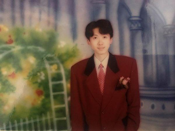 圖為王大鵬先生上大學時的照片。(本人提供)