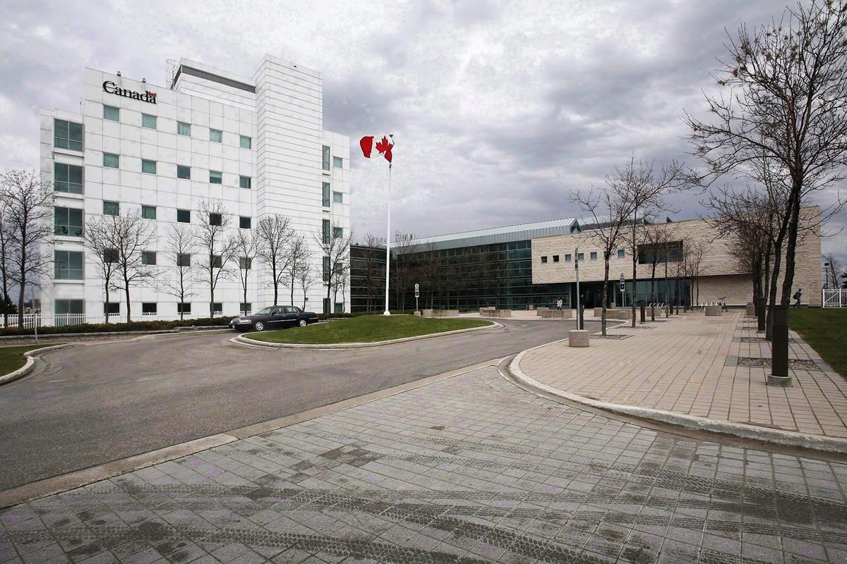 中國研究員邱香果(Xiangguo Qiu),被加拿大騎警強行帶離溫尼泊國家微生物實驗室(NML)。圖為:國家微生物實驗室。(加通社)