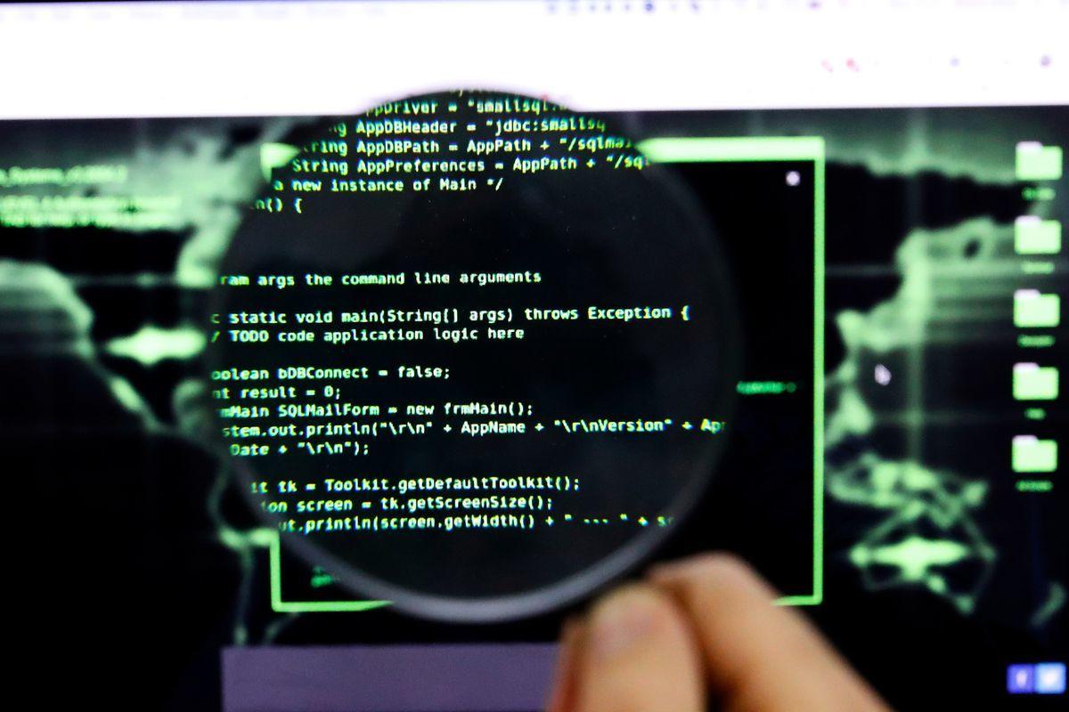 以色列的跨國網絡安全公司Check Point指出,中國間諜利用由美國國家安全局(NSA)開發的軟件代碼進行黑客活動。圖為電腦軟件代碼,示意圖。(JACK GUEZ/AFP via Getty Images)