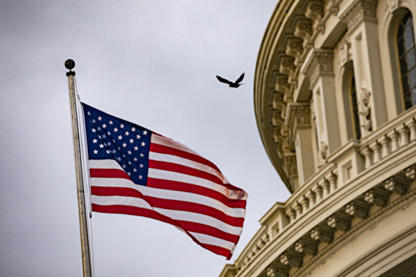 專家分析認為,中美之間合作不太可能。圖為國會大樓前,美國國旗飄揚。(Samuel Corum/Getty Images)