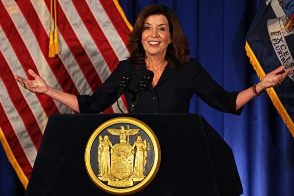 科莫辭職  準州長霍楚:我已準備好領導紐約州