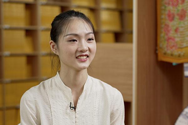 神韻藝術團主要領舞演員朱穎姝2021年6月接受了新唐人、大紀元聯合專訪。(新唐人電視台)