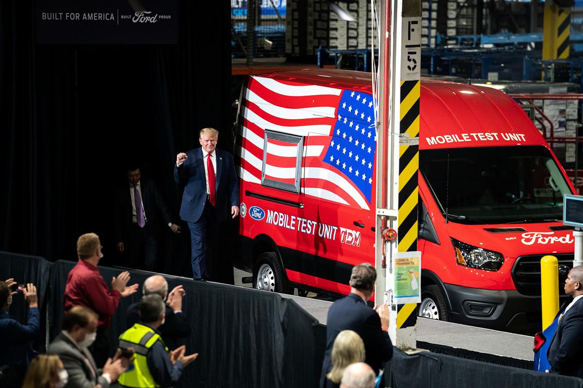 2020年5月21日,特朗普總統到福特汽車公司在密歇根州的一家工廠訪問。(白宮)