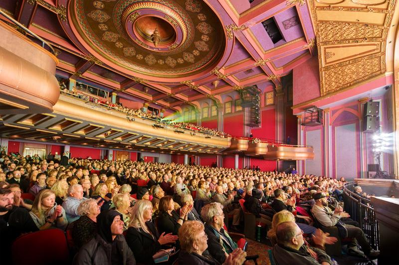 2020年2月9日下午,神韻世界藝術團2020年度在美國印第安納波利斯穆拉特劇院的第三場、也是最後一場演出,以劇院爆滿加座的盛況完美落幕。(陳虎/大紀元)