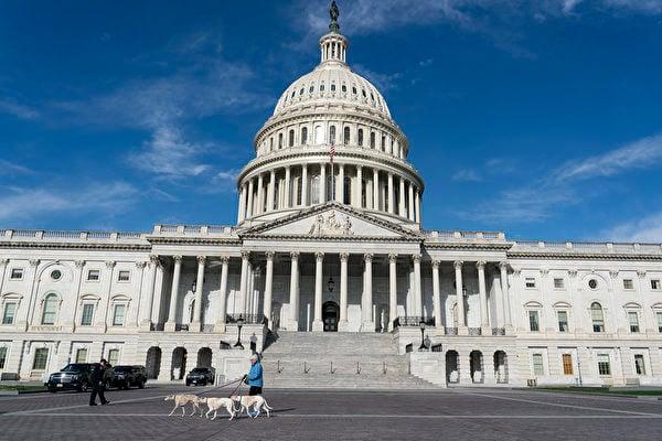美國聯邦參議院軍事委員會通過2021財政年度國防授權法,法案中提到美國對「台灣關係法」的承諾,並支持深化雙邊關係。圖為美國國會大廈。(Alex Edelman/AFP)