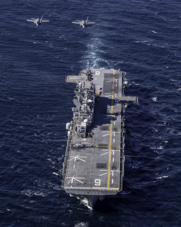 2020年10月20日,日本空中自衛隊的F-35戰機與美軍兩棲攻擊艦美利堅號(LHA 6)共同演練。(美國海軍)