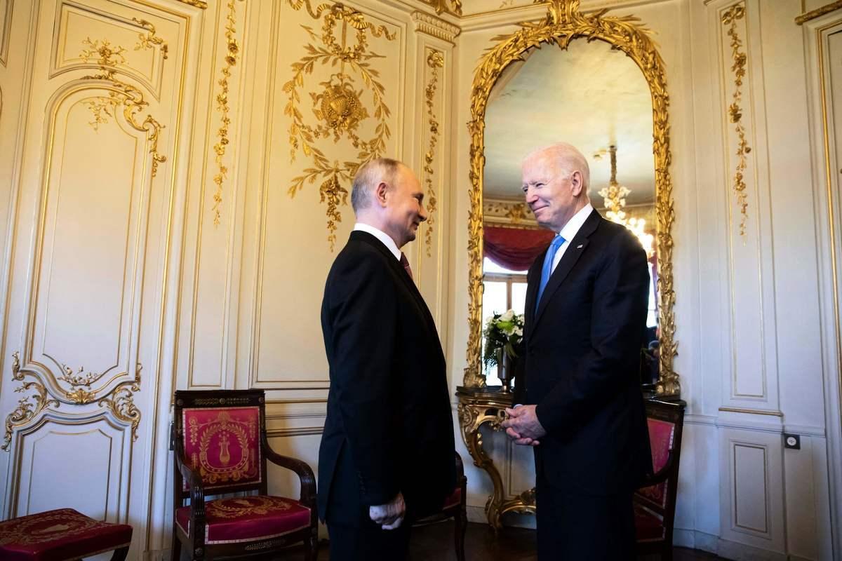 2021年6月15日,美國總統拜登和俄羅斯總統普京會面。(PETER KLAUNZER/POOL/AFP via Getty Images)