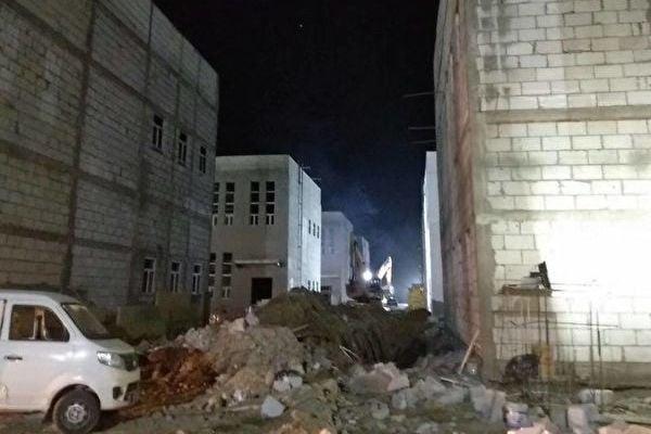 2017年新疆大規模興建基礎建設。圖為南疆某市的工廠。(王女士提供)