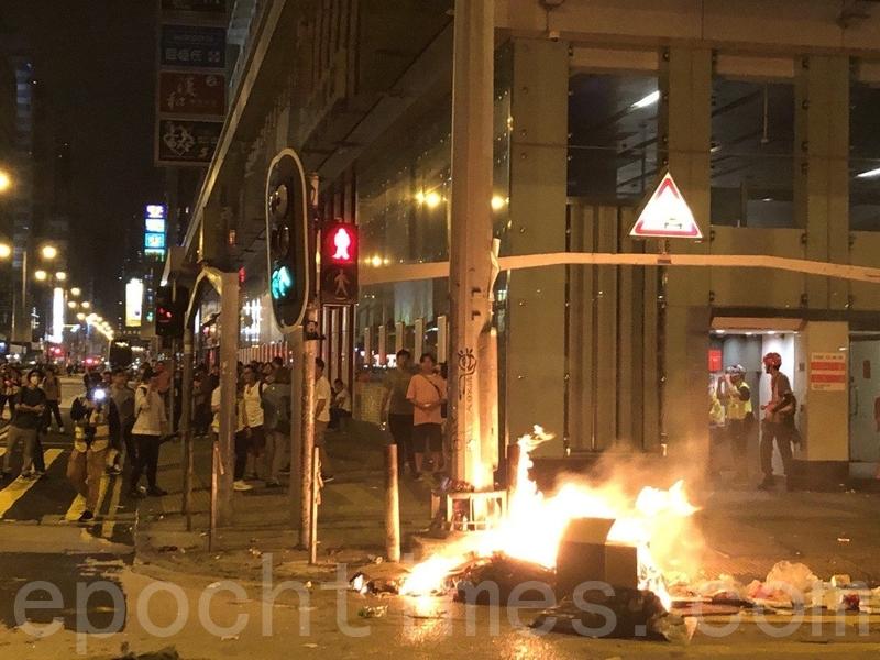 組圖:速龍小隊深夜施暴 香港旺角如戰場