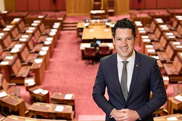 7月13日,澳洲聯邦參議員安蒂克(Alex Antic)曾在澳媒刊文,稱強制性疫苗接種違反國際法,並呼籲政府拒絕疫苗護照。圖為聯邦參議員安蒂克。(Alex Antic提供)