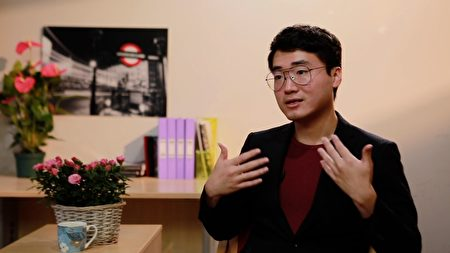英國駐港領館前僱員鄭文傑,日前在英國接受大紀元專訪。(英文大紀元)