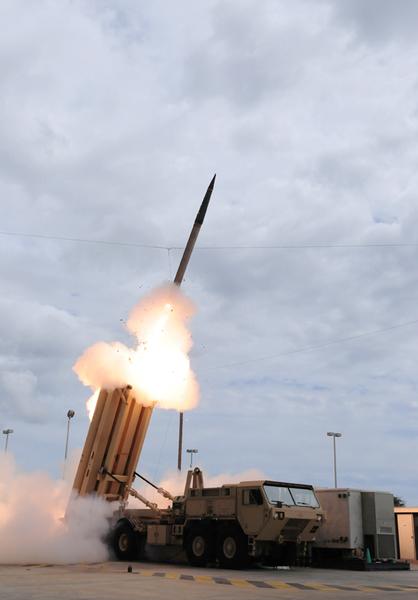 美國正式退出《中導條約》,表示要「儘早」部署中程導彈美國。圖為美國導彈防禦局發佈的試射THAAD導彈。(AFP/美國導彈防禦局)
