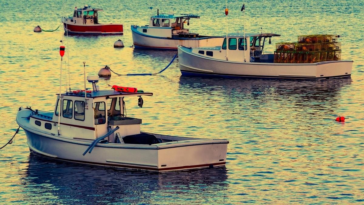 美國緬因州101歲女子奧利佛(Virginia Oliver)仍在捕龍蝦,沒有退休的打算。圖為捕龍蝦的漁船,與本文無關。(Shutterstock)