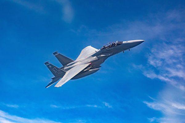 4月26日,剛剛交付美國空軍的F-15EX Eagle II戰鬥機從佛羅里達州的埃格林空軍基地起飛,前往阿拉斯加參加2021北鋒演習(Northern Edge 2021)。(美國空軍)