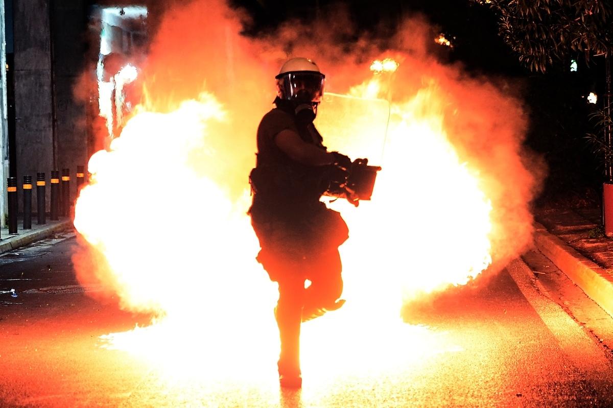 安提法(Antifa)被指是一個打著反法西斯名義搞暴力革命的共產主義組織。(ARIS MESSINIS/AFP via Getty Images)