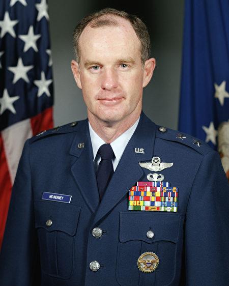 以空軍總部第三號人物身份退役的將軍麥金奈尼(Thomas McInerney)。(U.S. Air Force)