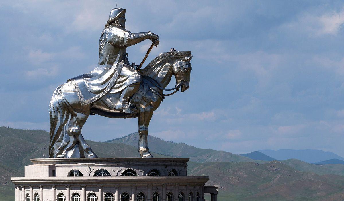 法國南特歷史博物館2020年10月12日表示,中共對蒙古少數民族政策越來越嚴酷,並企圖刪改展覽內容,將取消與中方合作的成吉思汗展。圖為成吉思汗騎馬像,該雕像位於外蒙古烏蘭巴托,是世界上最大的騎馬雕像。(JOEL SAGET/AFP via Getty Images)
