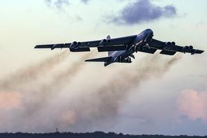 美B-52H戰略轟炸機飛越北約30國 展現戰力