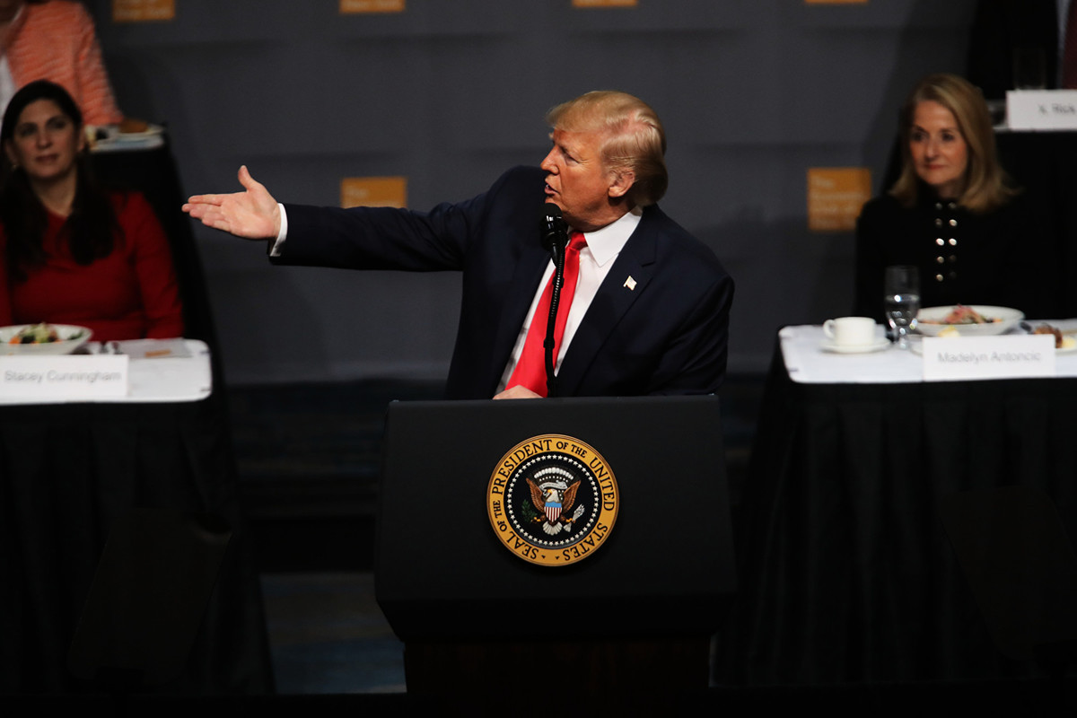 美國總統特朗普周二(11月12日)中午在紐約經濟俱樂部演講,重點談美國經濟的成績,同時也有中美貿易談判的最新進展。(Spencer Platt/Getty Images)