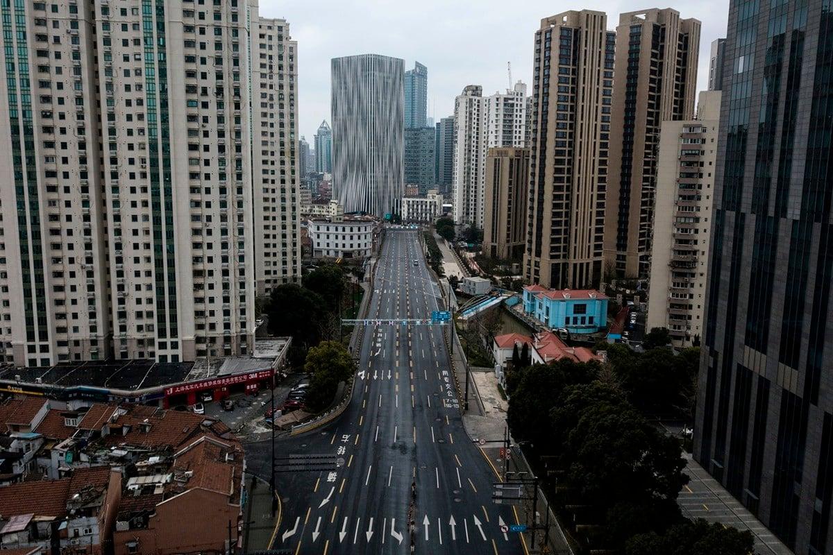 經濟學家普遍預計,疫情將重創中國大陸經濟。圖為2020年2月7日上海虹口??區空蕩蕩的街道。(AFP / Getty Images)