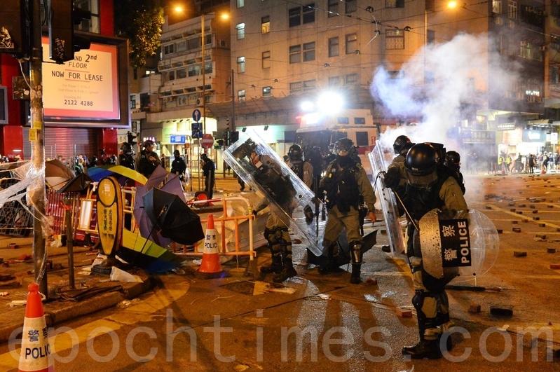 2020年1月1日,香港元旦由民陣舉辦「元旦大遊行」。防暴警察在灣仔軒尼詩道清場。(宋碧龍/大紀元)