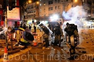組圖:元旦港人遊行 警發射多枚催淚彈