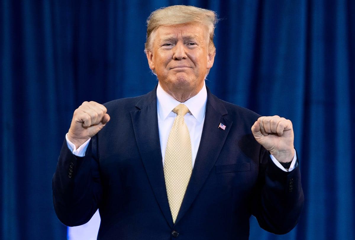 美國聯邦參議院周三(2月5日)就彈劾特朗普總統的兩項條款,均表決通過「無罪」認定。(SAUL LOEB/AFP)