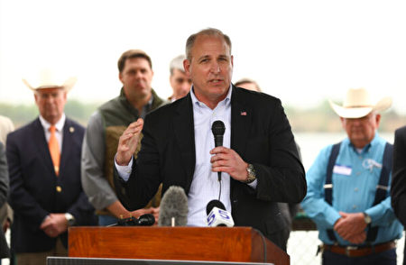 2021年3月30日,前海關和邊境保護局(CBP)局長摩根(Mark Morgan)在德州米申市的新聞發佈會上發言。 (Charlotte Cuthbertson/The Epoch Times)