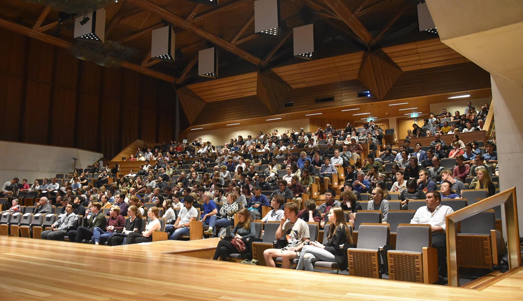 澳洲議會正在對外國勢力干預澳洲大學引發的國家安全風險進行調查。「人權觀察」(Human Rights Watch)遞交提案,呼籲議會調查中共對澳洲大學學術自由的破壞。圖為參加2019年8月28日昆士蘭大學舉辦的「中共在澳洲大學的影響」演講會上的聽眾。(楊裔飛/大紀元)