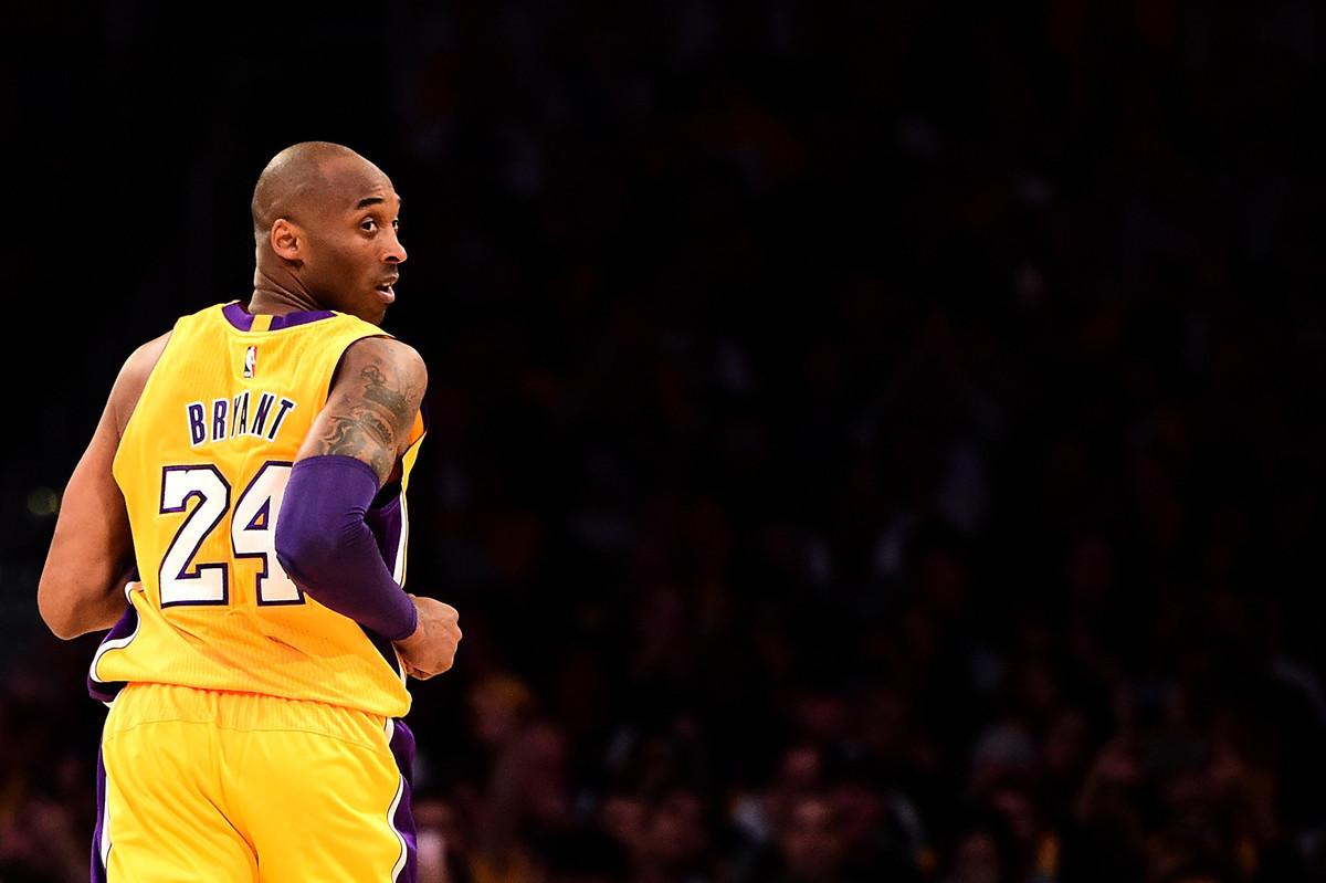 美國籃球巨星科比・布萊恩特(Kobe Bryant)輝煌的一生在最後一次飛行中戛然而止。根據管制塔台的記錄,這趟最後旅程留有一個疑點。(Harry How/Getty Images)