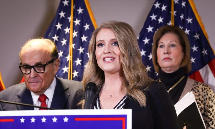 圖為美國總統特朗普法律團隊律師珍娜·埃利斯(Jenna Ellis)。 (Charlotte Cuthbertson/The Epoch Times)