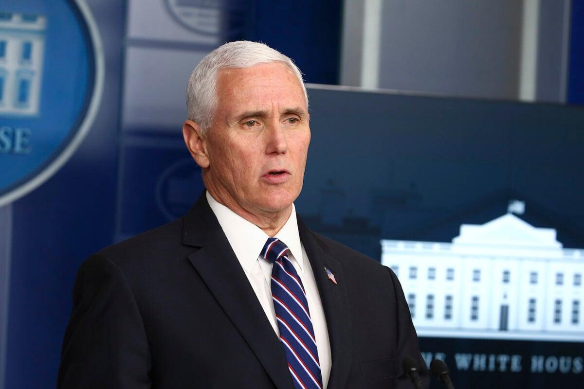 美國副總統彭斯1月12日回覆眾議院院長佩洛西,他反對動用第25條修正案罷免特朗普總統。(Tasos Katopodis/Getty Images)