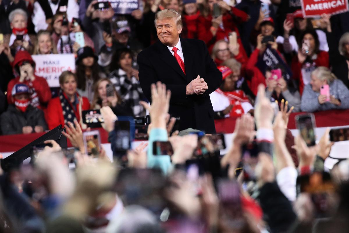 2020年12月5日,特朗普總統參加了在佐治亞州舉行的為兩名共和黨參議員助選的集會。 (Spencer Platt/Getty Images)