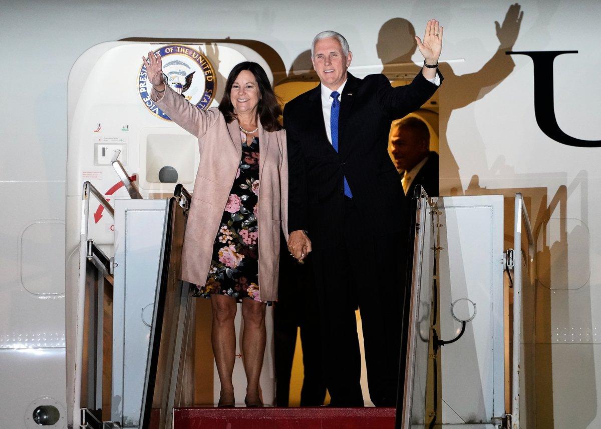 美國副總統彭斯周一晚間抵達東京,預計周二與日本首相安倍晉三會面,討論北韓、雙邊貿易、中共對區域的影響力,及其它問題,隨後啟程前往東南亞等兩個地區,參加東盟及APEC首腦會議。(Christopher Jue/Getty Images)
