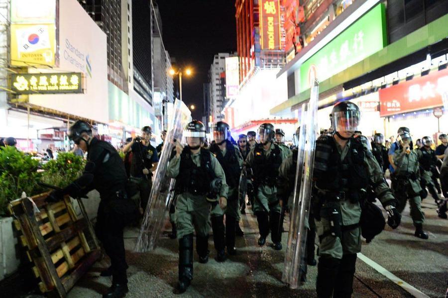 【8.17反送中組圖】旺角警民對峙 警方盾牌清場