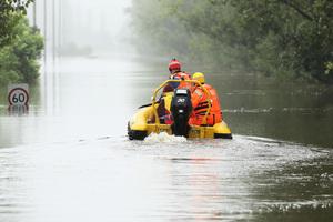 洪災持續惡化 澳洲東岸再有1.5萬人準備隨時撤離