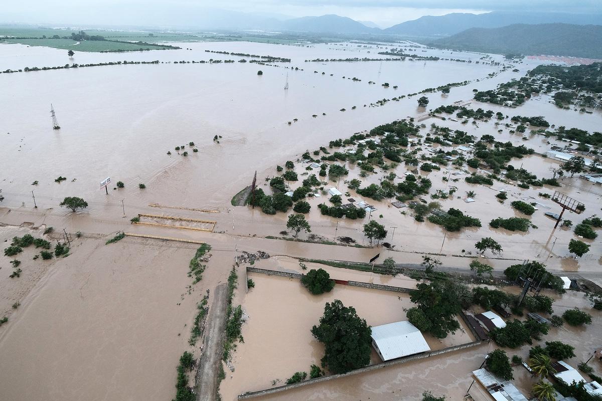 2020年11月18日,洪都拉斯拉利馬(La Lima),熱帶風暴艾奧塔(Iota)造成嚴重的洪災。(Yoseph Amaya/Getty Images)