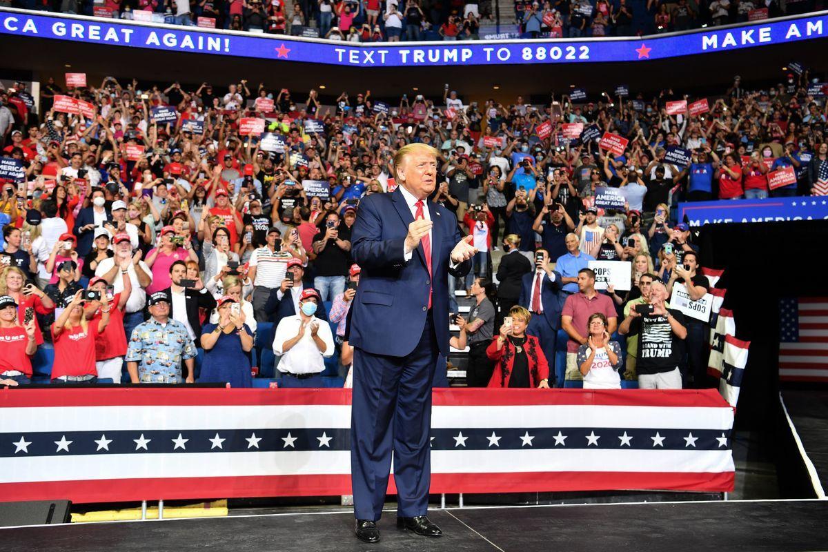 2020年6月20日,美國總統特朗普在俄克拉荷馬州塔爾薩(Tulsa)的博克中心(BOK Center)的競選集會上發表講話。(NICHOLAS KAMM/AFP via Getty Images)