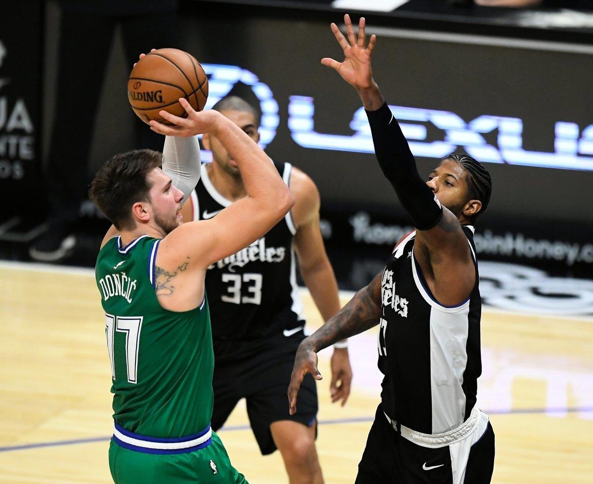 NBA的比賽投籃瞬間。(John McCoy/Getty Images)